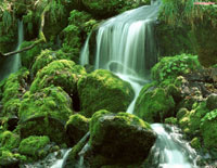 Водопад в горах, скринсейвер